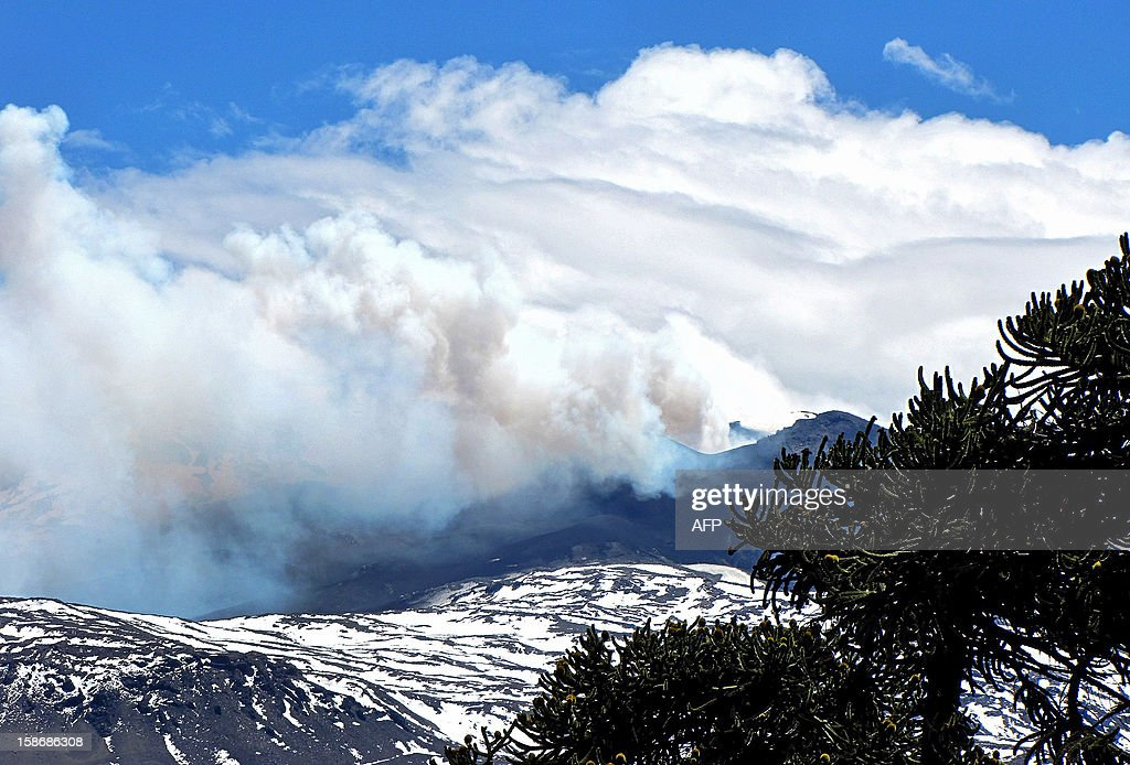 View of the Copahue volcano spewing ashes from Caviahue, Neuquen province, Argentina, some 1500 km southwest of Buenos Aires on December 23, 2012. The authorities of Chile and Argentina issued alerts in each country due to the eruption of the Copahue volcano, placed on the border between both countries.
