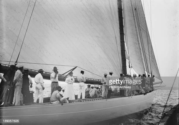 View of the crew of the sloop Defender probably during a trial for the America's Cup races 1895