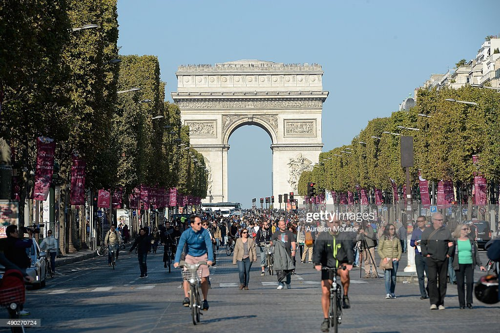 car free day throughout paris an event conceived by paris mayor anne hidalgo and french. Black Bedroom Furniture Sets. Home Design Ideas