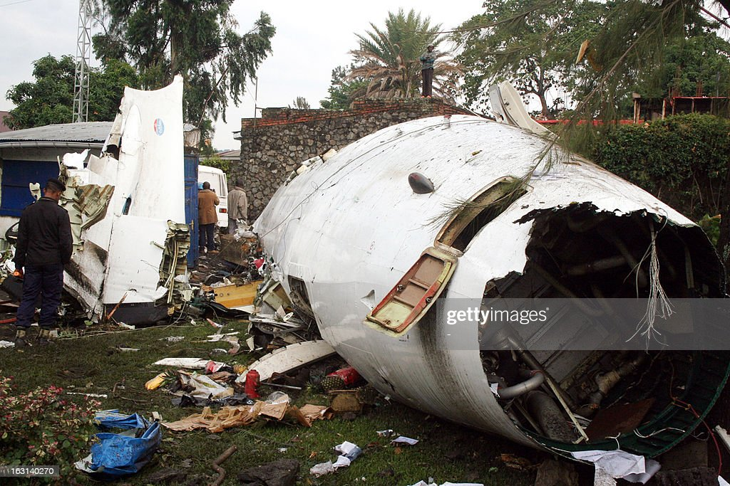 View of the debris of a plane after it crashed into a residential area of Goma in eastern Democratic Republic of Congo killing six people on March 5, 2013. 'The toll is six dead,' Kalumba said, adding that three passengers had survived. AFP PHOTO ?STR