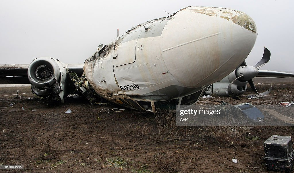 A view of the debris of an An-24 plane which made an emergency landing in the eastern Ukraine city of Donetsk, on February 14, 2013. At least four people died yesterday when an Antonov An-24 passenger turboprop plane with dozens of football fans on board made an emergency landing in Donetsk, officials said. The passengers were on their way to Donetsk to watch a match between Shakhtar Donetsk and Borussia Dortmund. AFP PHOTO / Alexander KHUDOTEPLY