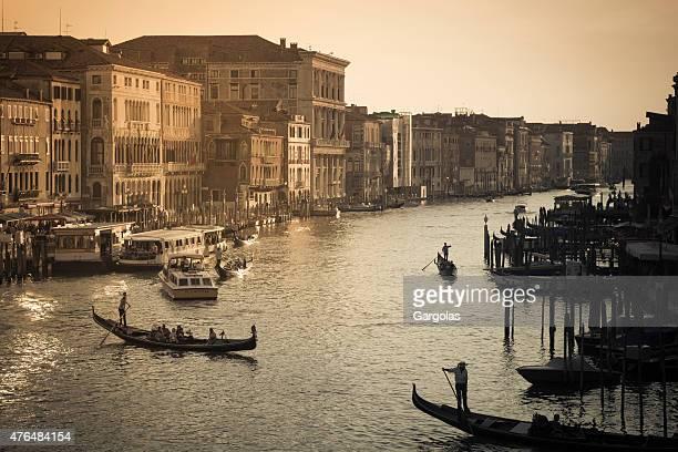 Blick auf den Canal Grande bei Sonnenuntergang, Venedig, Italien