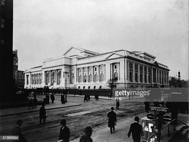 View of the main branch of the New York Public Library at Fifth Avenue and 42d Street New York 1911 Many pedestrians in overcoats and bowler hats...
