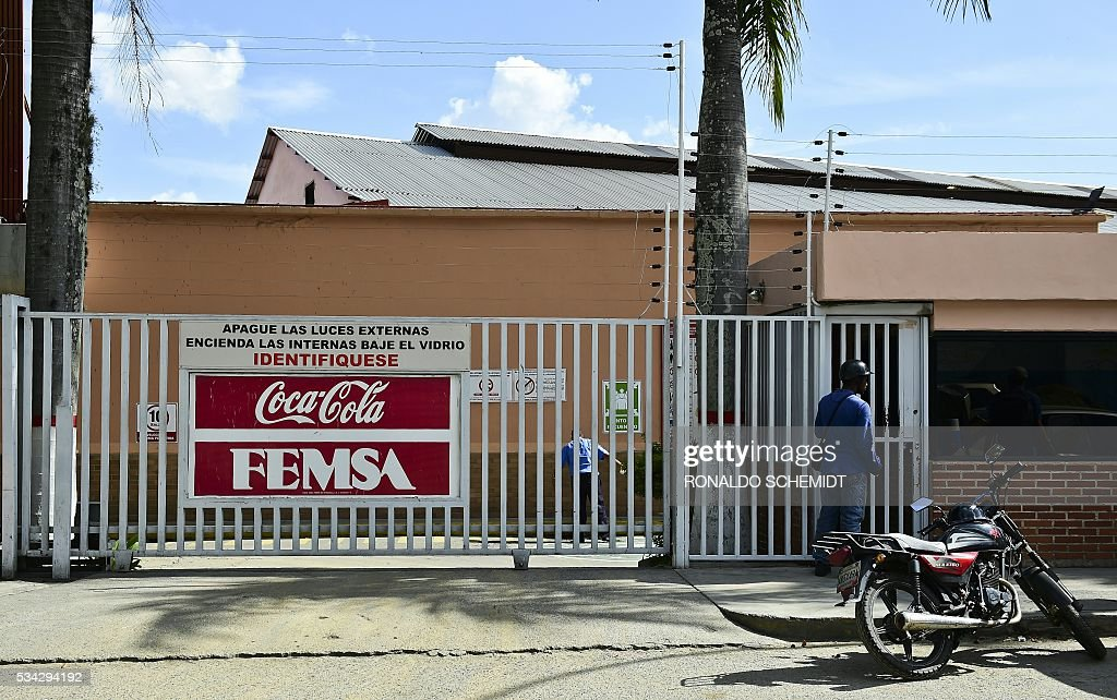 View of the main entrance of a Coca-Cola distribution plant in Caracas, on May 25, 2016. Coca Cola suspended much of its distribution in Venezuela due to the lack of sugar. / AFP / RONALDO