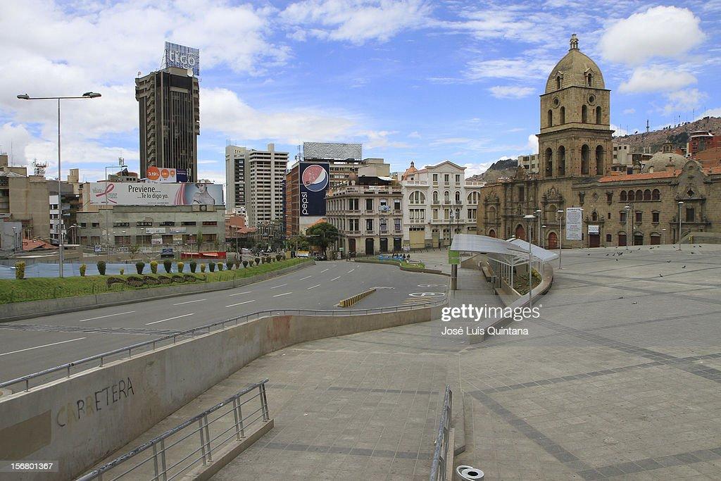 View of the Mariscal Santa Cruz avenue during the bolivian national census on November 21, 2012 in La Paz, Bolivia.