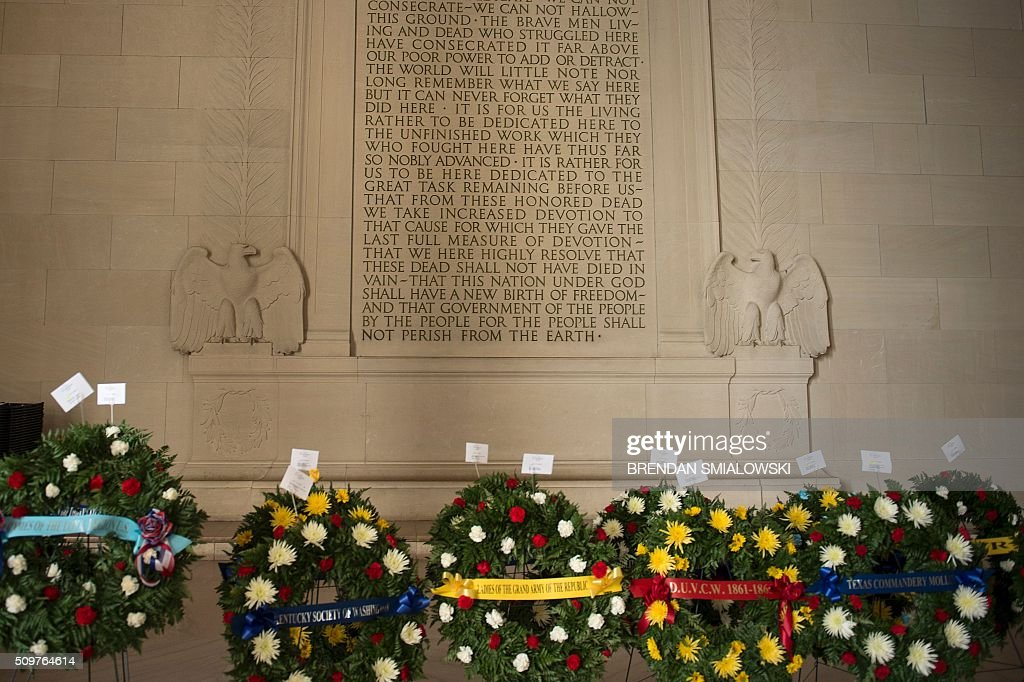 A view of the monument is seen before a wreath-laying ceremony to honor Abraham Lincoln's 207th birthday at the Lincoln Memorial February 12, 2016 in Washington, DC. / AFP / Brendan Smialowski