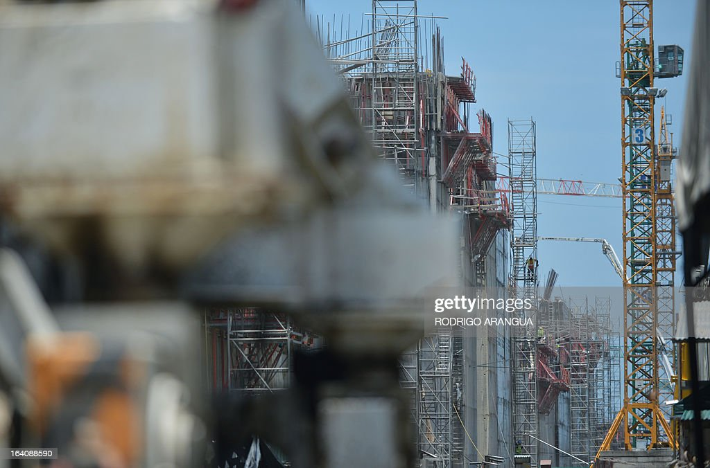 A view of the new Panama canal locks being constructed, led by Spanish company Sacyr, in Puerto Colon, Panama, next to the Atlantic Ocean on March 19, 2013. The new locks will allow the passage of freighters with a cargo capacity of up to 12,000 containers. AFP PHOTO/ Rodrigo ARANGUA