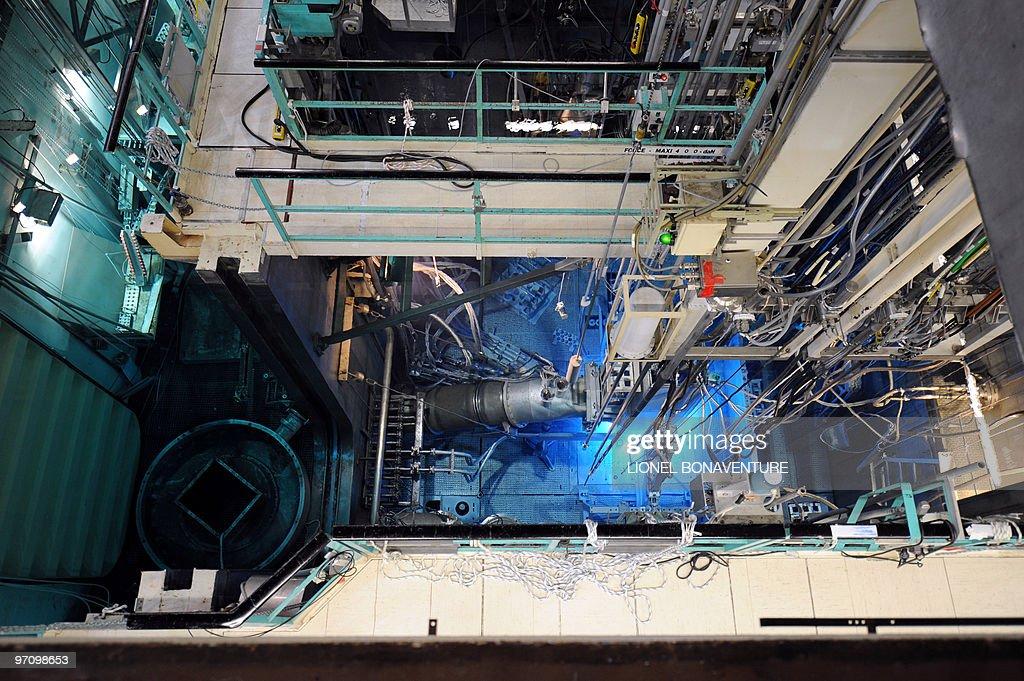 ' IMAGERIE MEDICALE LE REACTEUR OSIRIS INDISPENSABLE DANS UN SECTEUR MENACE DE PENURIE ' View of the Osiris reactor of French Atomic Energy...