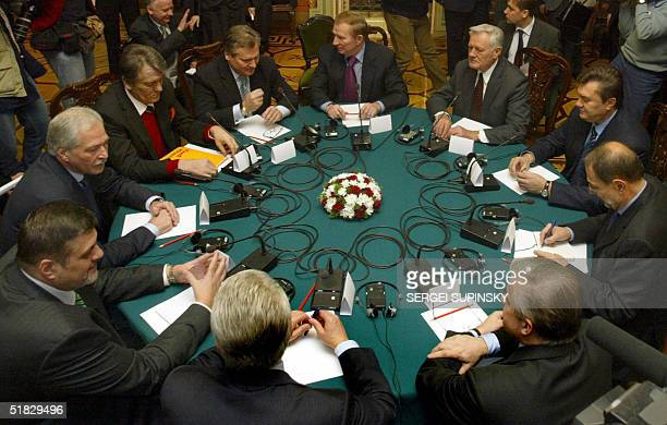A view of the round table where Ukraine's two rival presidential candidates meet 06 December in Kiev's Marinsky Palace Ukrainian President Leonid...