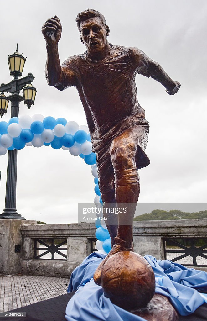 A view of the statue of Lionel Messi at Paseo de la Gloria on June 28, 2016 in Buenos Aires, Argentina. Lionel Messi has announced his retirement from international football following a loss in Copa America final match against Chile.
