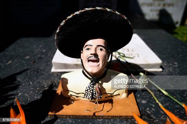 View of the tomb of Mexican singer and actor Pedro Infante during the 100th anniversary of his birth at the Panteon Jardin in Mexico City on November...