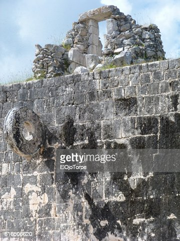 View of western wall of the main ball court, Chichen Itza ruins, Mexico : Stock Photo