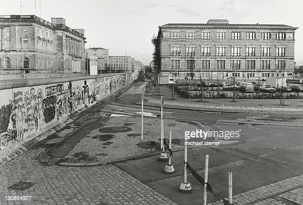 View over the Berlin Wall in 1985, Martin Gropius Building on the west side, today's House of Representatives, on the east side, the Berlin Wall, as seen from Stresemannstrasse, Kreuzberg, Berlin, Germany, Europe