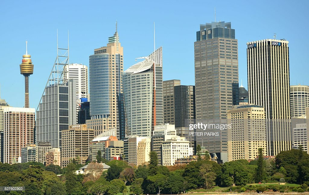 A view shows the central business district of Sydney on May 3, 2016. Australia's central bank on May 3 cut its cash rate by 25 basis points to a historic low of 1.75 percent, with the move triggered by lower-than-expected inflation. / AFP / Peter PARKS