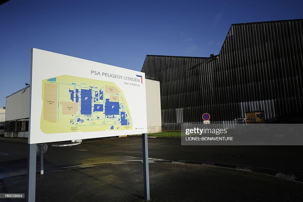 View taken on January 28, 2013 at the PSA Peugeot Citroen carmaker plant of Aulnay-sous-Bois, a Paris' suburb. AFP PHOTO LIONEL BONAVENTURE