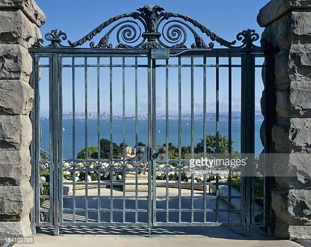 Vista attraverso il gate uscita nella San Francisco Bay Area