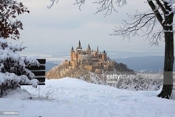 Con vista al castillo de Hohenzollern Hikers invierno