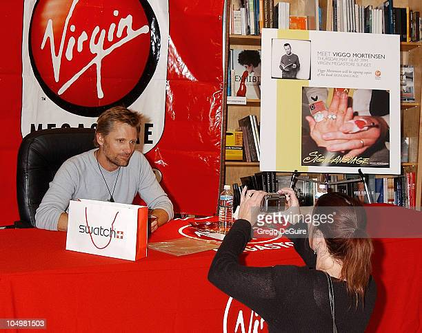 Viggo Mortensen getting his picture taken by one of his fans
