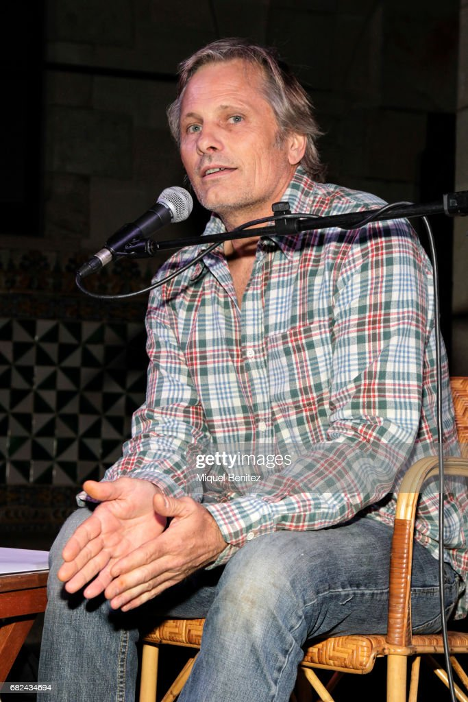 Viggo Motensen performs 'Dos Cuervos' a Poetic Lecture on May 12, 2017 in Barcelona, Spain.