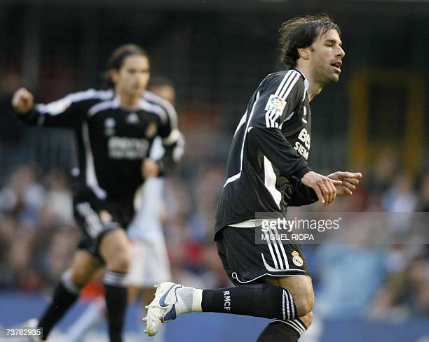 Real Madrid's dutch Ruud Van Nistelrooy celebrates after scoring against Celta Vigo during their spanish first League football match at the Balaidos...