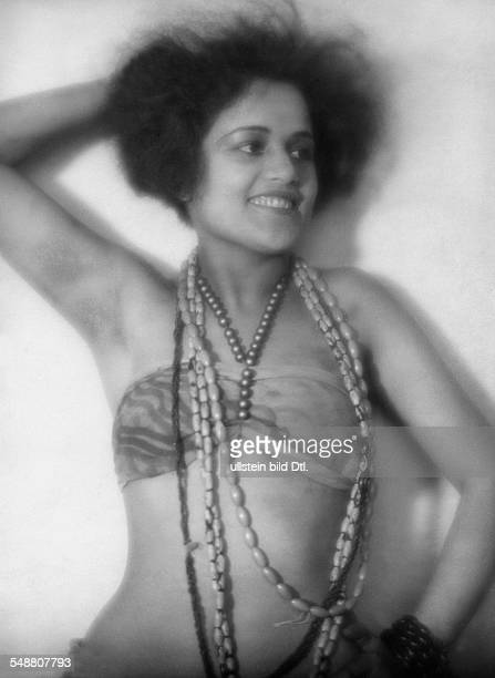 Vihrog Jessie Actress Germany * Portrait cropped top with Pearl necklaces undated about 1928 Photographer Lili Baruch Published by 'Uhu' 06/1928...