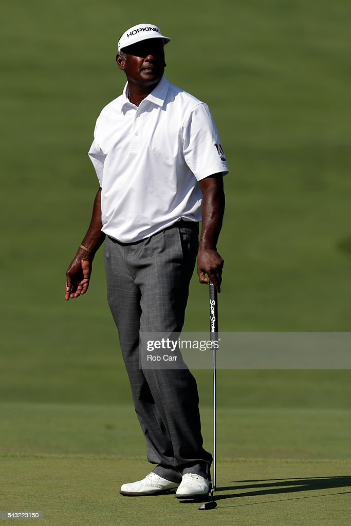 <a gi-track='captionPersonalityLinkClicked' href=/galleries/search?phrase=Vijay+Singh&family=editorial&specificpeople=179484 ng-click='$event.stopPropagation()'>Vijay Singh</a> of Fiji watches his putt on the 14th green during the final round of the Quicken Loans National at Congressional Country Club on June 26, 2016 in Bethesda, Maryland.