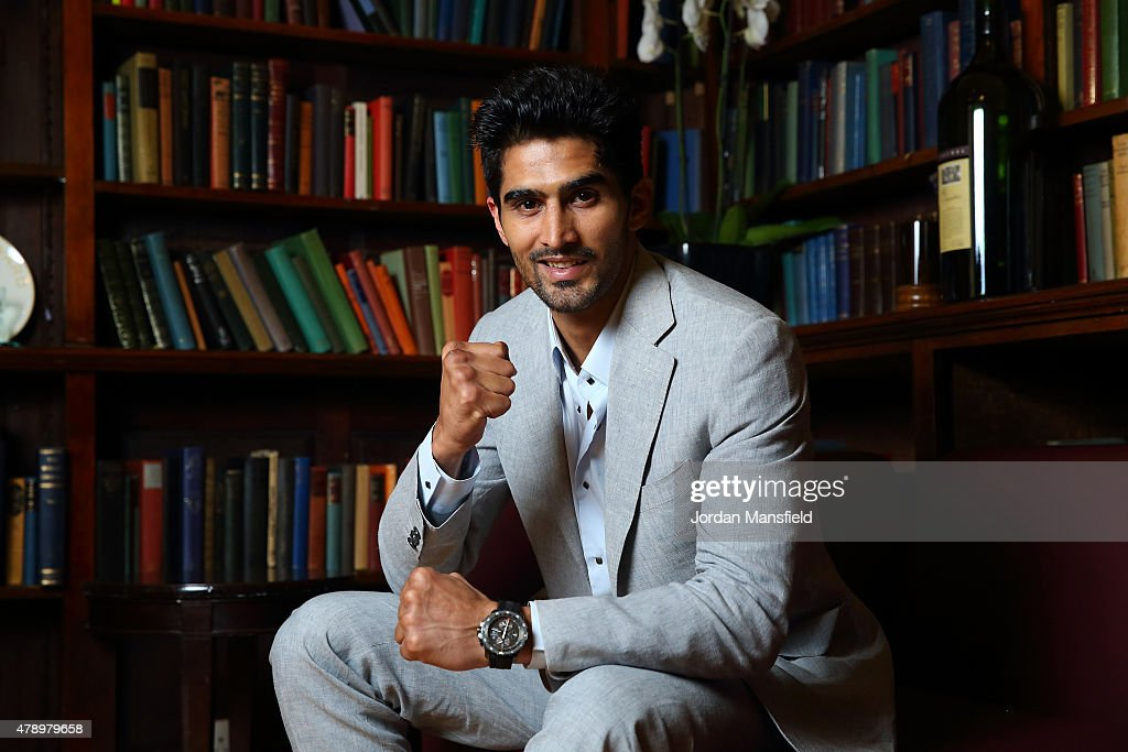 <a gi-track='captionPersonalityLinkClicked' href=/galleries/search?phrase=Vijender+Singh&family=editorial&specificpeople=4696246 ng-click='$event.stopPropagation()'>Vijender Singh</a> poses for a photo after a Press Conference at the Cinnamon Club on June 29, 2015 in London, England.