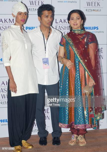 Vikram Phadnis with Juhi Chawla at day 4 of the Lakme Fashion Week in Mumbai March 8 2010