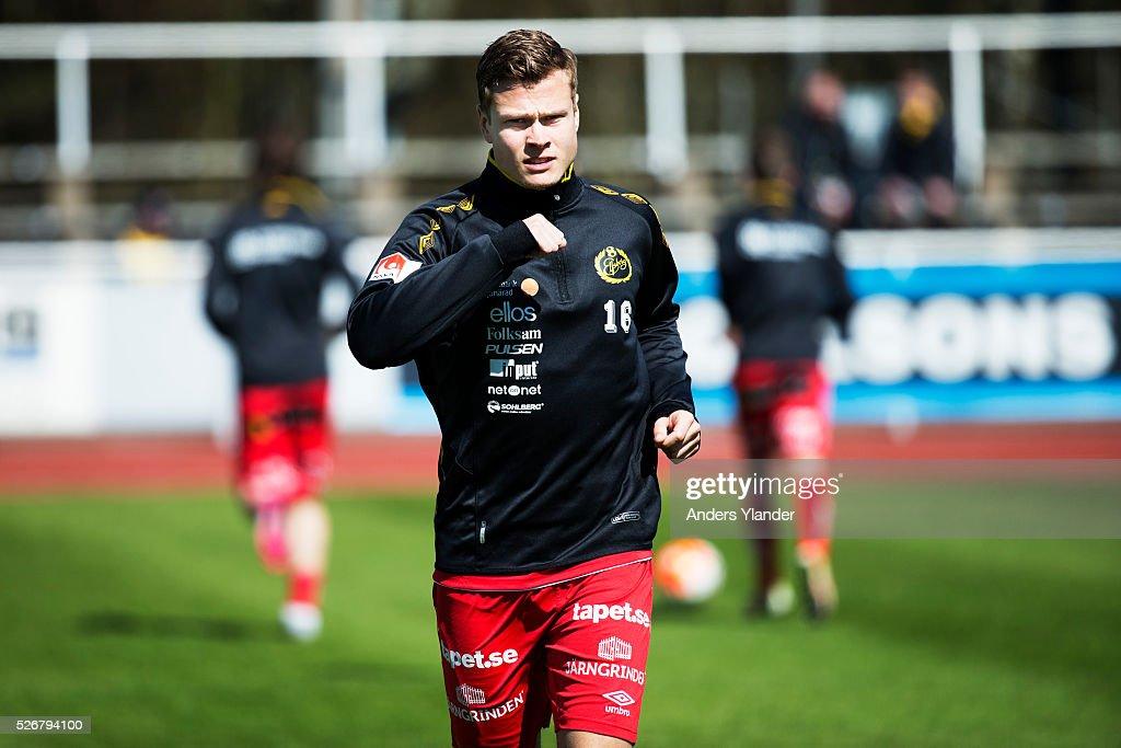 Viktor Claesson of IF Elfsborg during warm up before the Allsvenskan match between Falkenbergs FF and IF Elfsborg at Falkenbergs IP on May 1, 2016 in Falkenberg, Sweden.