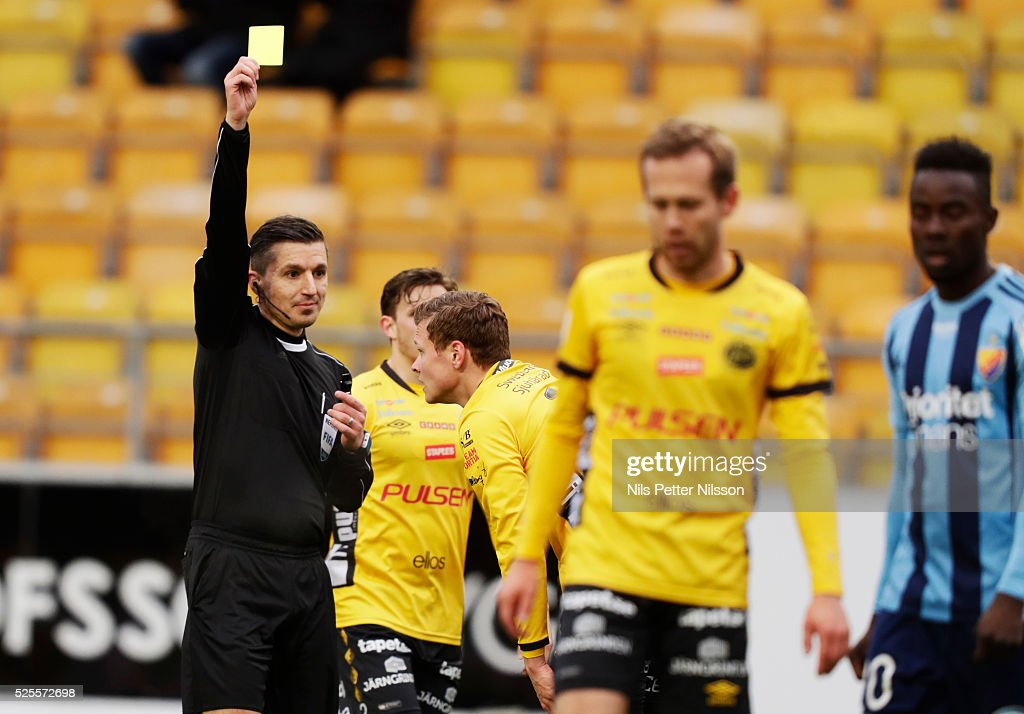 Viktor Claesson of IF Elfsborg is shown a yellow card by Bojan Pandzic, referee, during the Allsvenskan match between IF Elfsborg and Djurgardens IF at Boras Arena on April 28, 2016 in Boras, Sweden.