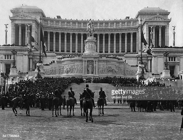 Viktor Emanuel II King Italy *1403182009011878 18491861 King of SardinienPiemont Inauguration of the monument in Rom at Piazza Venezia Published by...