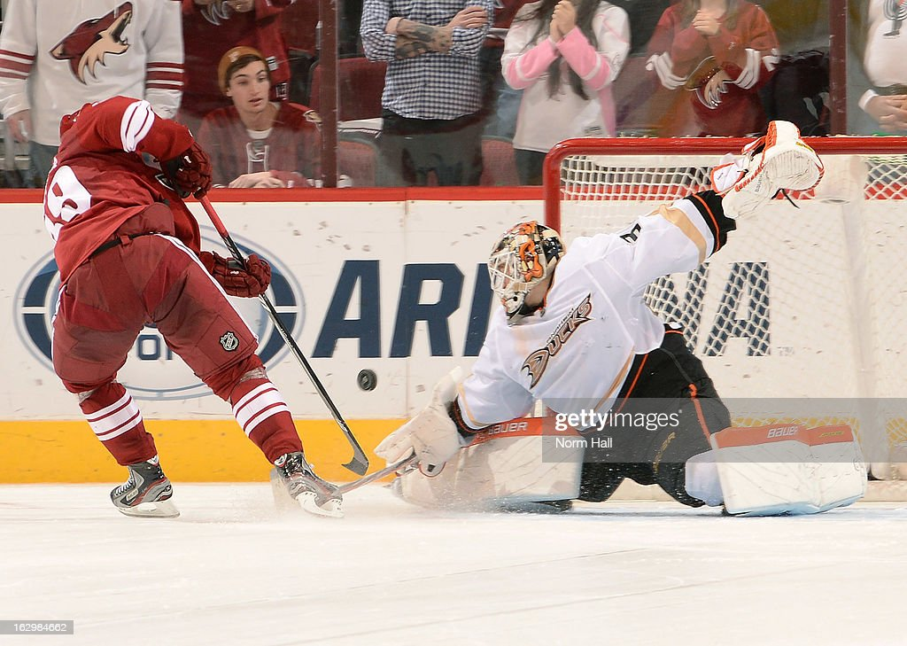 Viktor Fasth #30 of the Anaheim Ducks makes a blocker save against <a gi-track='captionPersonalityLinkClicked' href=/galleries/search?phrase=Mikkel+Boedker&family=editorial&specificpeople=4697252 ng-click='$event.stopPropagation()'>Mikkel Boedker</a> #89 of the Phoenix Coyotes in a shootout at Jobing.com Arena on March 2, 2013 in Glendale, Arizona.