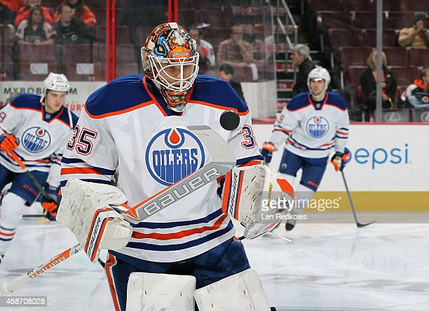 Viktor Fasth of the Edmonton Oilers warms up prior to his game against the Philadelphia Flyers on November 4 2014 at the Wells Fargo Center in...