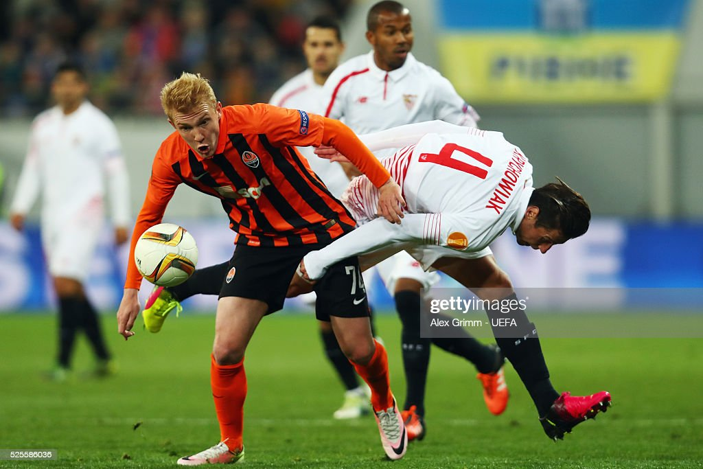 Viktor Kovalenko (L) of Shakhtar is challenged by Grzegorz Krychowiak of Sevilla during the UEFA Europa League Semi Final first leg match between Shakhtar Donetsk and Sevilla at Arena Lviv on April 28, 2016 in Lviv, Ukraine.