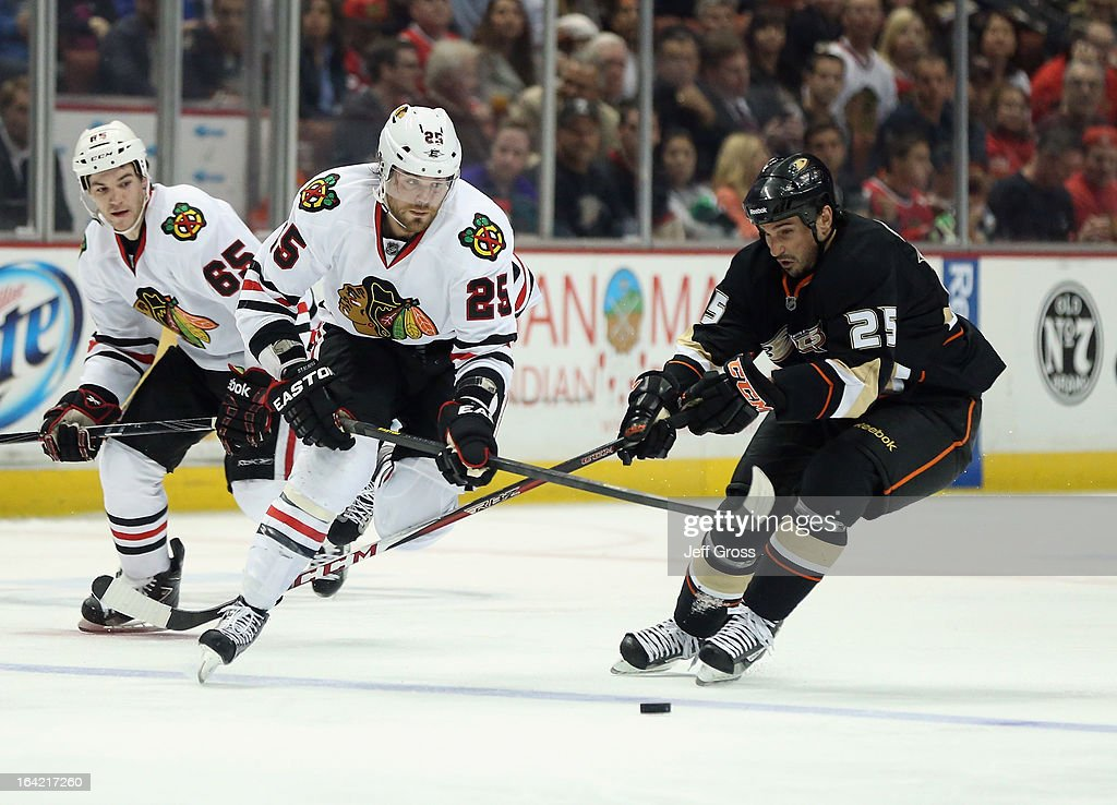 <a gi-track='captionPersonalityLinkClicked' href=/galleries/search?phrase=Viktor+Stalberg&family=editorial&specificpeople=5802237 ng-click='$event.stopPropagation()'>Viktor Stalberg</a> #25 of the Chicago Blackhawks and <a gi-track='captionPersonalityLinkClicked' href=/galleries/search?phrase=Brad+Staubitz&family=editorial&specificpeople=2221022 ng-click='$event.stopPropagation()'>Brad Staubitz</a> #25 of the Anaheim Ducks fight for the puck in the second period at Honda Center on March 20, 2013 in Anaheim, California. The Ducks defeated the Blackhawks 4-2.