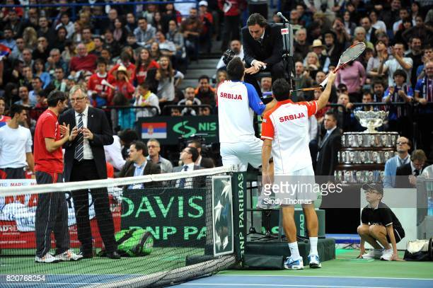 Viktor TROICKI / Nenad ZIMONJIC en discussion avec l'arbitre Double France / Serbie Finale Coupe Davis 2010 Belgrade Serbie
