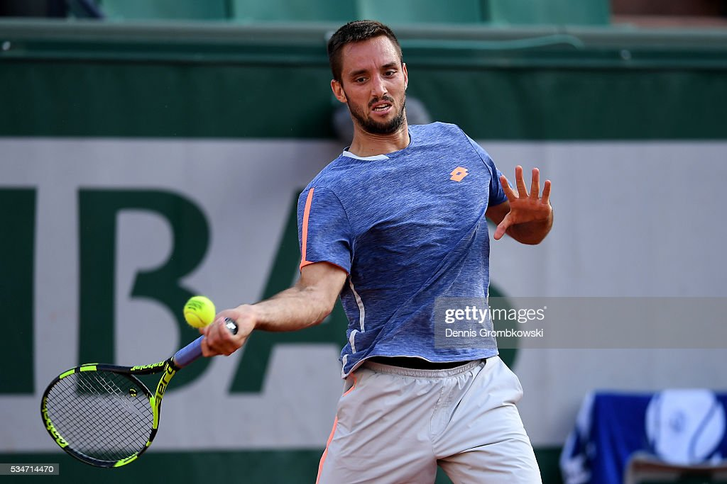 <a gi-track='captionPersonalityLinkClicked' href=/galleries/search?phrase=Viktor+Troicki&family=editorial&specificpeople=553829 ng-click='$event.stopPropagation()'>Viktor Troicki</a> of Serbia hits a forehand during the Men's Singles third round match against Gilles Simon of France on day six of the 2016 French Open at Roland Garros on May 27, 2016 in Paris, France.