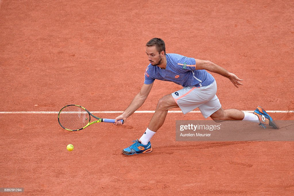 <a gi-track='captionPersonalityLinkClicked' href=/galleries/search?phrase=Viktor+Troicki&family=editorial&specificpeople=553829 ng-click='$event.stopPropagation()'>Viktor Troicki</a> of Serbia plays a forehand during his men's singles fourth round match against Stanislas Wawrinka of Switzerland on day eight of the 2016 French Open at Roland Garros on May 29, 2016 in Paris, France.