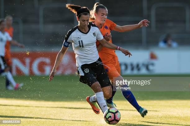 Viktoria Schnaderbeck of Austria Jill Roord of The Netherlandsduring the friendly match between the women of The Netherlands and Austria at at The...
