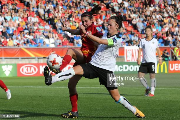 Viktoria Schnaderbeck of Austria women Mariona Caldentey of Spain during the UEFA WEURO 2017 quarter finale match between Austria and Spain at Koning...