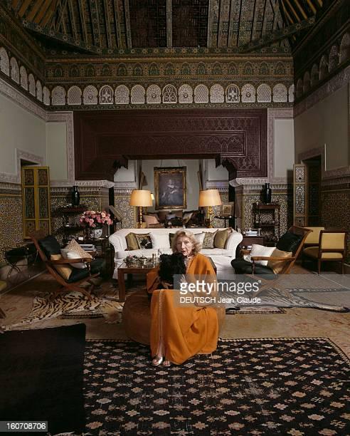Villa Of Countess Madeleine De Breteuil Marrakech février 1988 Visite d'une villa marocaine de la comtesse Madeleine de BRETEUIL assise avec son...