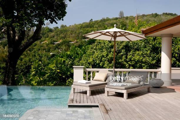 Piscine de l'hôtel du centre de villégiature avec villas à phuket