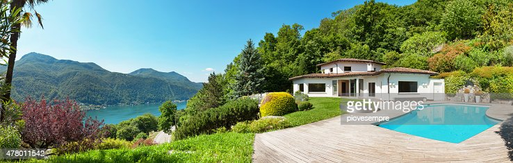 villa with swimming pool : Stock Photo
