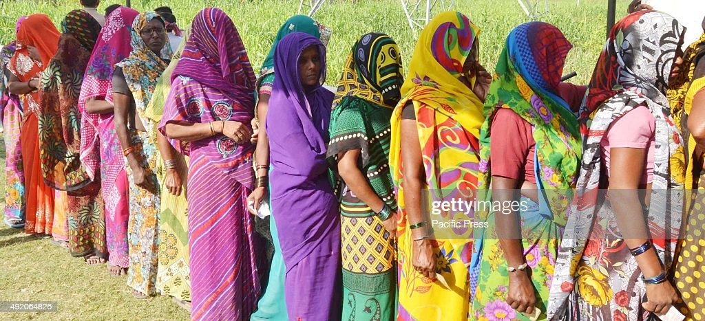 Villagers in queue during the first phase of UP Gram Panchayat Election 2015 on the outskirts of Allahabad