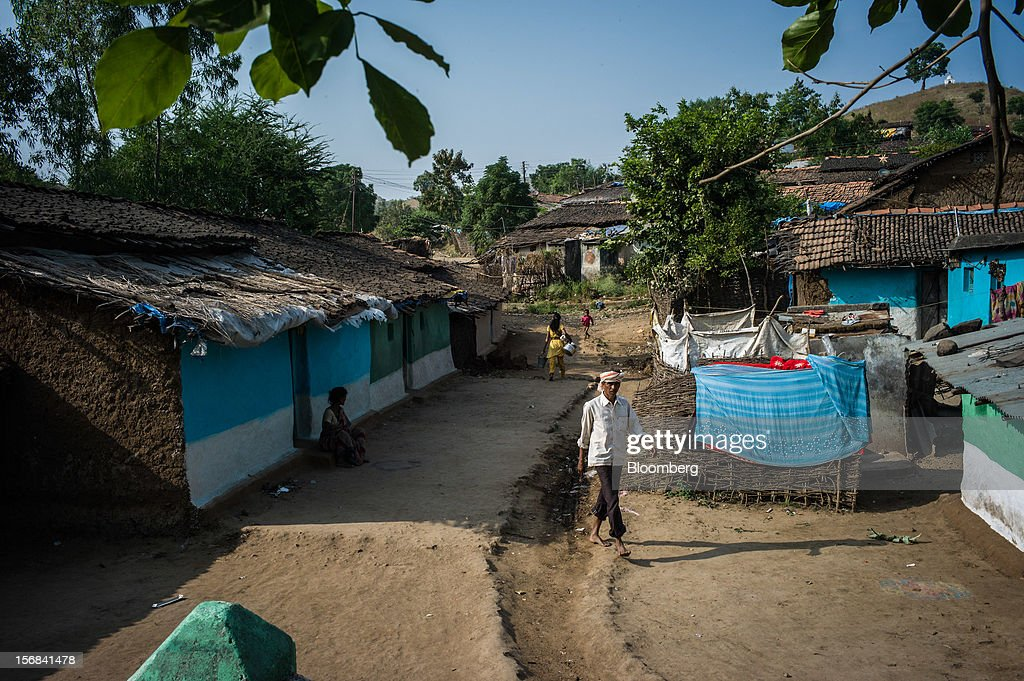 Villagers walk through Bhilkhera village, Maharashtra, India, on Thursday, Nov. 15, 2012. The Indian economy will expand 4.9 percent in 2012, the least in a decade, according to the International Monetary Fund. Photographer: Sanjit Das/Bloomberg via Getty Images
