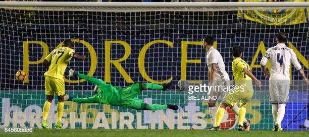 Villareal's midfielder Manuel Trigueros shoots to score a goal during the Spanish League football match Villarreal CF vs Real Madrid at El Madrigal...