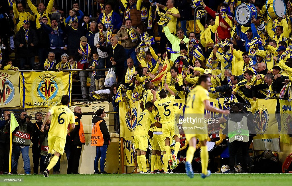 Villarreal CF celebrates after Adrian Lopez of Villarreal scores the winner during the UEFA Europa League Semi Final: First Leg match between Villarreal CF and Liverpool on April 28, 2016 in Villarreal, Spain.