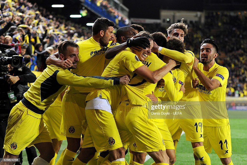 Villarreal CF players celebrate after scoring their goal during the Europa League Semi Final first leg match between Villarreal CF and Liverpool at El Madrigal stadium on April 28, 2016 in Villarreal, Spain.