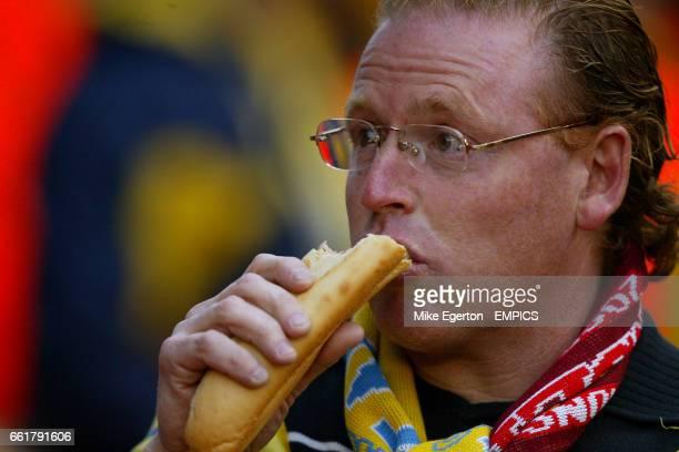 Villarreal fan eating a hotdog