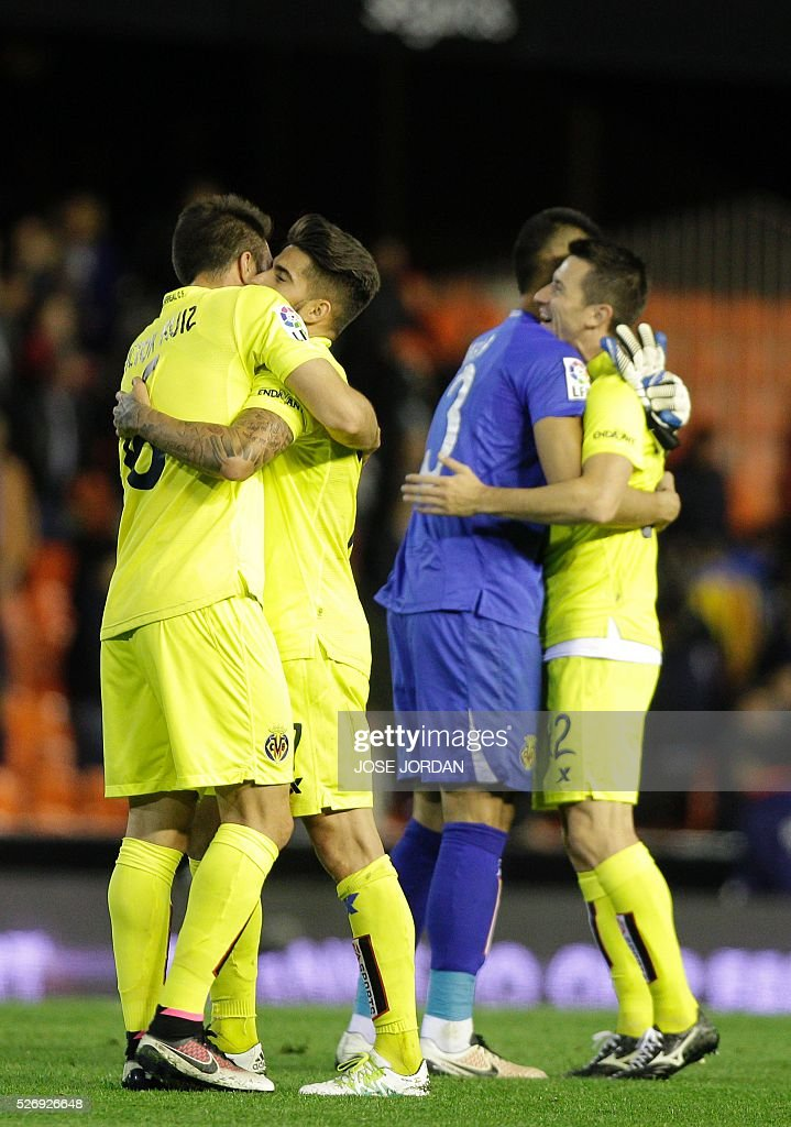 Villarreal players celebrate their classification for the next year's UEFA Champions League att he end of the Spanish league football match Valencia CF vs Villarreal CF at the Mestalla stadium in Valencia on May 1, 2016. / AFP / JOSE